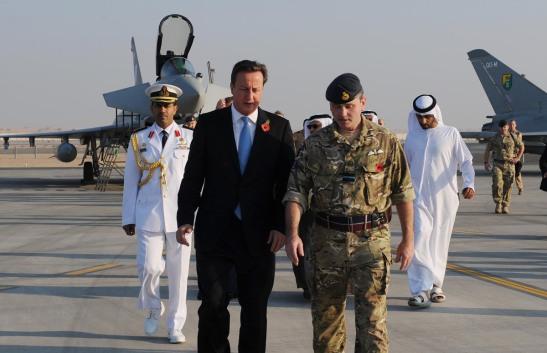 Il premier britannico in visita in una base della RAF negli Emirati Arabi Uniti